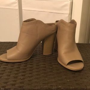 Nude mule slip on pumps with chunky heel